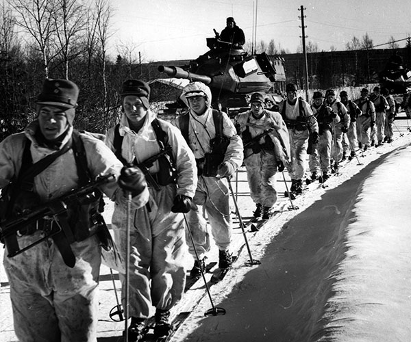 Skiing march. VI. Military area winter exercise Råneå 1962